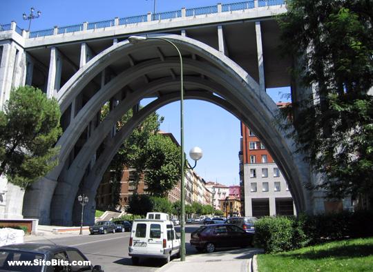 """ LEYENDAS DE ESPAÑA ""-http://www.sitebits.com/images/photo/madrid-calle-segovia-bridge.jpg"