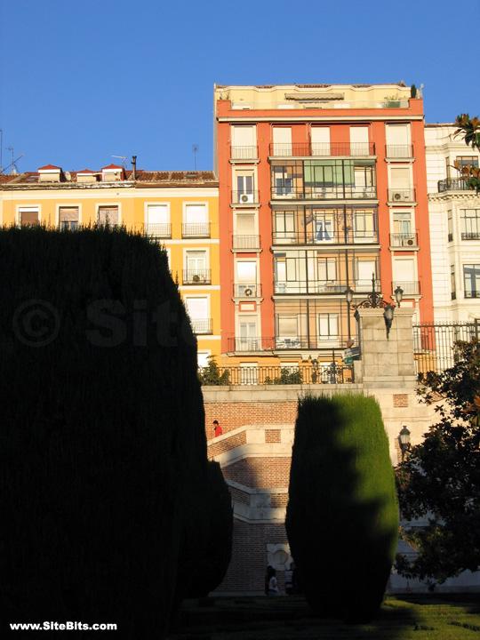 Calle de bail n from jardines de sabatini madrid for Calle jardines madrid