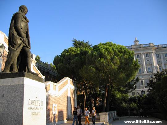 Jardines de Sabatini: Statue of Carlos III
