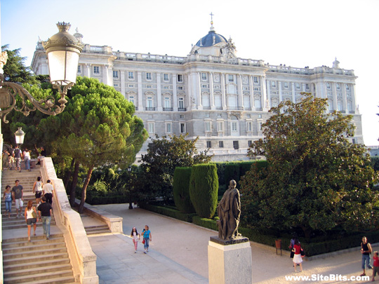 Jardines de Sabatini: View of Palacio Real