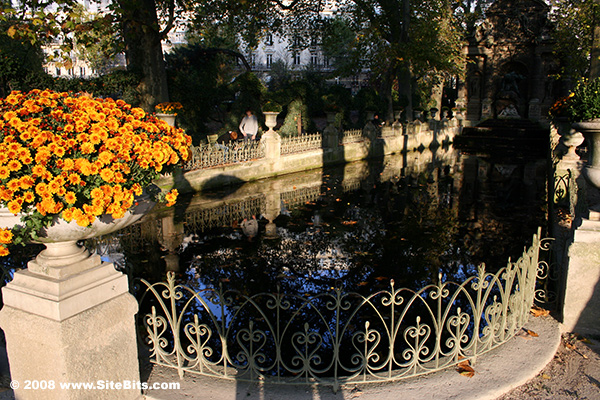 Luxembourg garden near the medici fountain paris for Jardin 00 garden